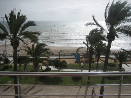 Spanish property for rent in: Sitges in and around the center. Frontline apartment with seaviews and big terrace!