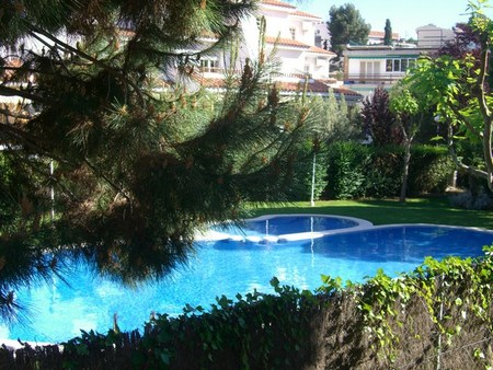 Spanish property for rent in: Sitges in and around the center. Perfect house with big garden in Vallpineda