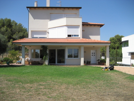 Spanish property for sale in: Sitges in and around the center. Perfectly located Villa in Sitges